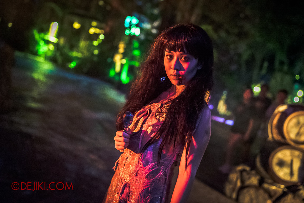 Halloween Horror Nights 7 - Happy Horror Days scare zone / Happy New Year Party Girl
