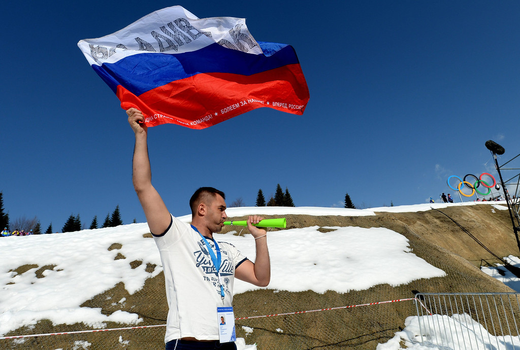 . A Russian fan cheers during the final lap of the Men\'s 4 X 10km Relay competition at the Laura Cross Country Center during the Sochi 2014 Olympic Games, Krasnaya Polyana, Russia, 16 February 2014.  EPA/JUSTIN LANE