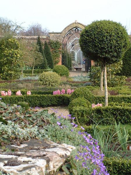 formal garden 2.JPG