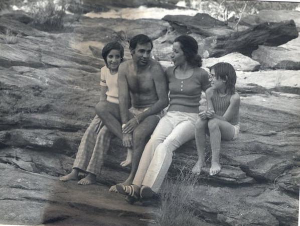 Familia Carlos Marques ( filhas Nela e Ana Paula)