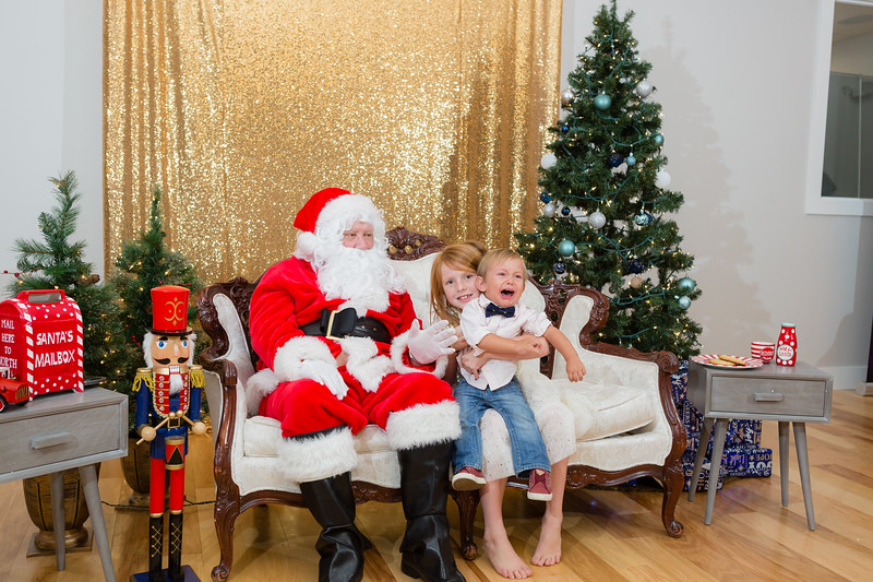 FADS Picture with Santa-375.jpg