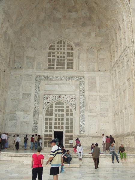 Inside is a small, dark space that houses the tombs of Mughal Emperor Shah Jahan and Mumtaz Mahal (hers is centered and his was added when he died).