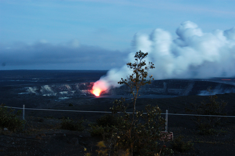 294- 20080412- Hawaii 15- Volcano Nat'l Park Plume Night shots DSC_3213.jpg