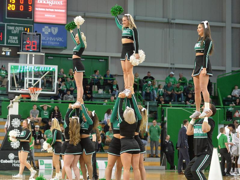 cheerleaders2123.jpg