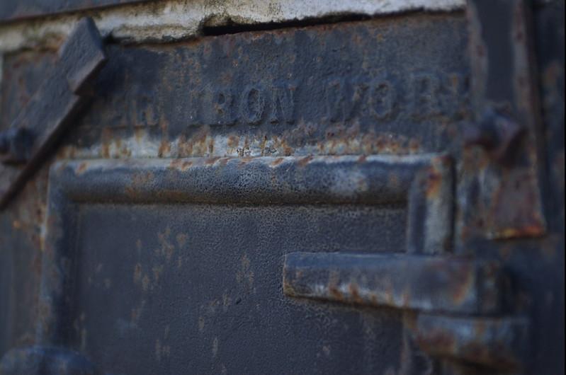 EvergrenCemetery026-IronWorksCloseUp-2006-09-11.jpg