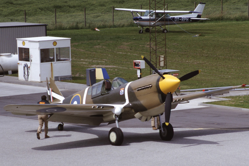 ZK-RMH-CurtissP-40EKittyhawk-Private-EKSB-2000-06-16-IK-34-KBVPCollection.jpg