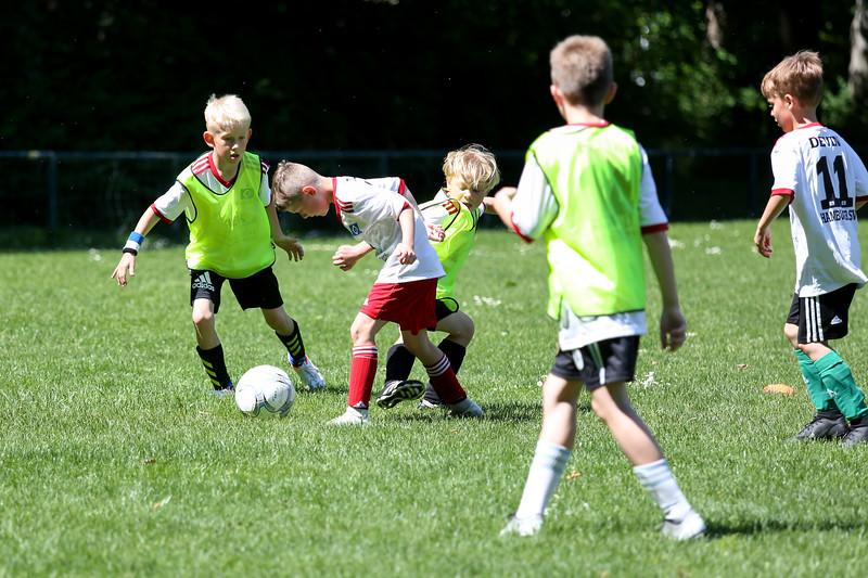 hsv_fussballschule-522_48048039542_o.jpg