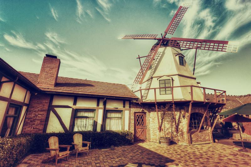 AlikGriffin_Solvang_Windmill_Cotage.jpg