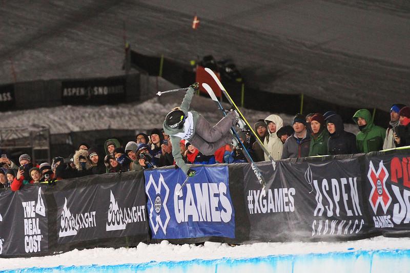 Maddie Bowman_Womens Ski Pipe.jpg