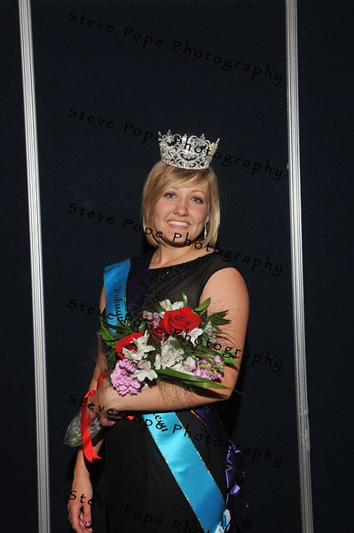 Dubuque County Fair Queen Jacqueline Ehrlich, 19, of Holly Cross, was crowned the 2017 Iowa State Fair Queen during the Iowa State Fair Queen Coronation Ceremony on Aug. 12. (Iowa State Fair/ Steve Pope Photography)