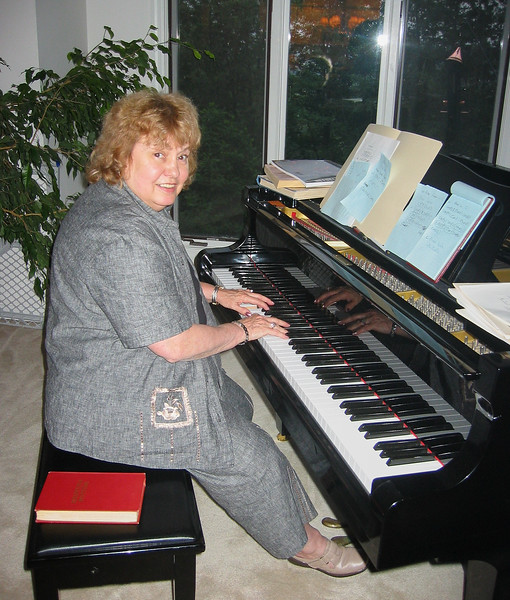 Shirley Lebin playing her Yamaha piano, that I formerly owned, Greensburg, PA. Aug 7 2003.