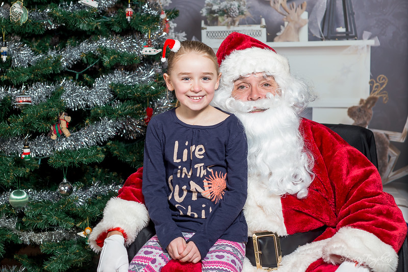 StaceyTompkinsPhotography-Santa2018 (11 of 79).jpg