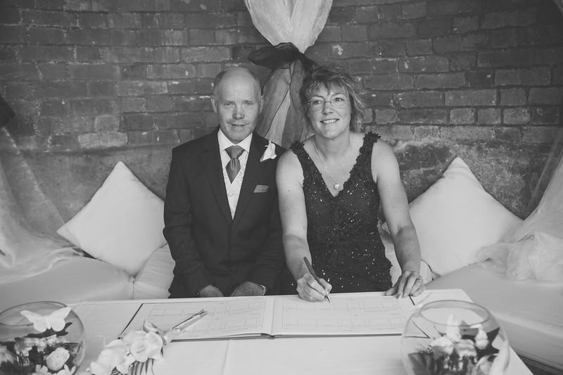 Mr and Mrs -62.jpg