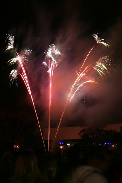 2007_1102putneyfireworks053_edited-1.JPG