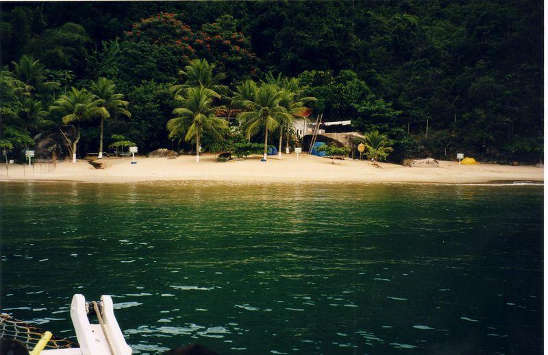 boat_beach.jpg