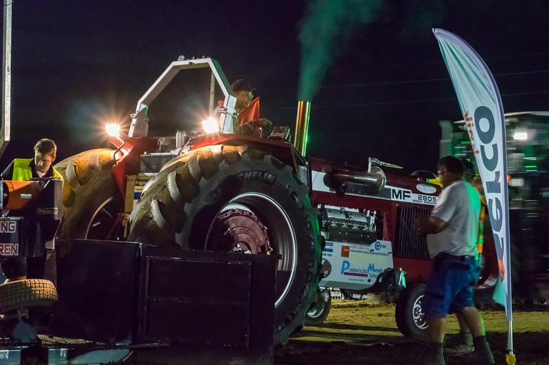 Tractor Pulling 2015-9233.jpg