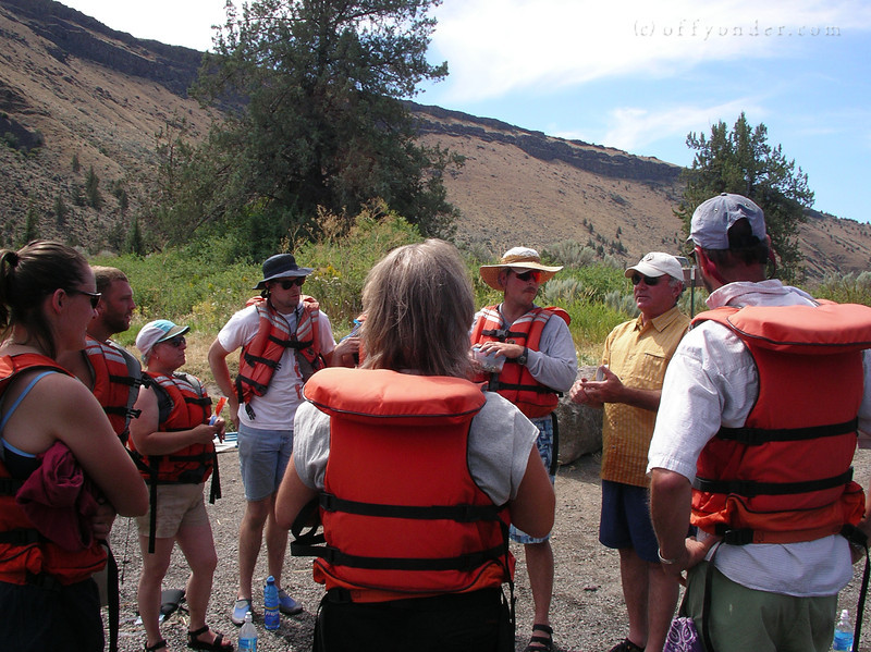 The class arrives from their morning geology stop and Eddie gives them the safety talk before we get on the river.