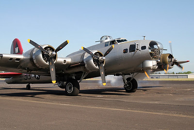 "EAA B-17 ""Aluminum Overcast"" at Hillsboro (May 2008)"