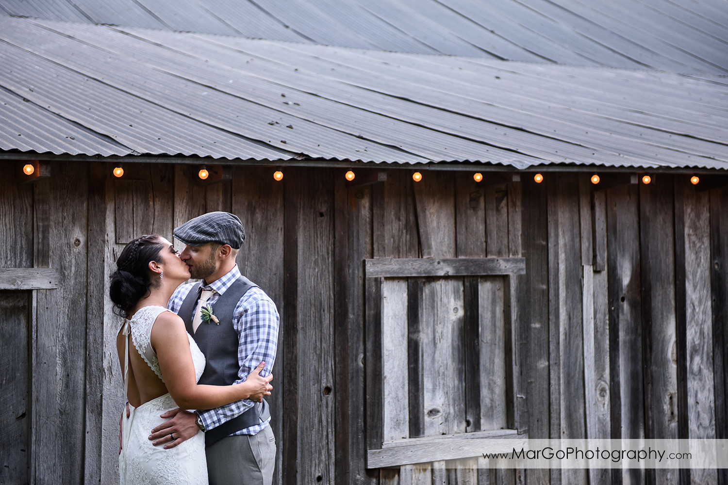 bride and groom kissing at Picchetti Winery in Cupertino