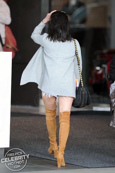 Olivia Munn Shows Off Her Mile-High Legs In Daisy Dukes