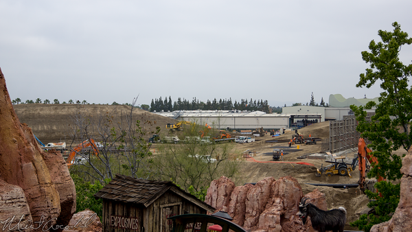 Disneyland Resort, Disneyland, Frontierland, Big, Thunder, Mountain, Railroad, Star Wars Land, Star, Wars, land, Construction, Crane