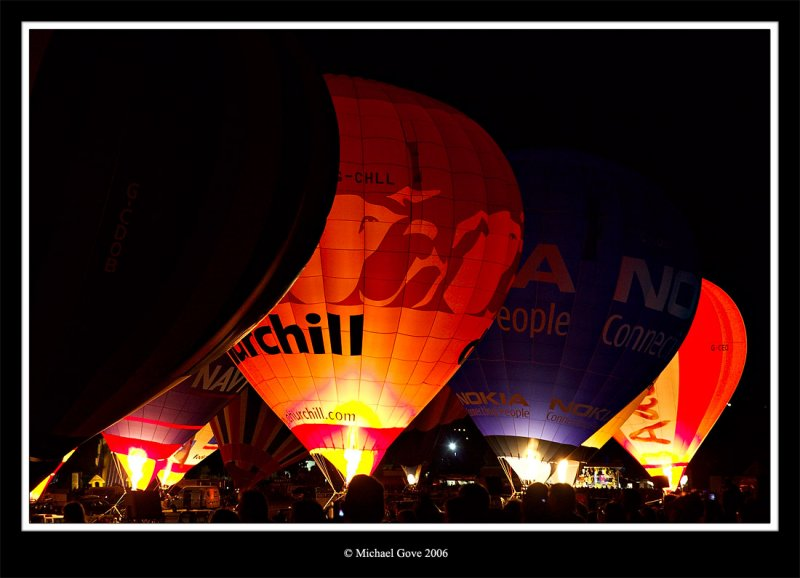 Bristol Balloon Fiesta night glow (65069113).jpg