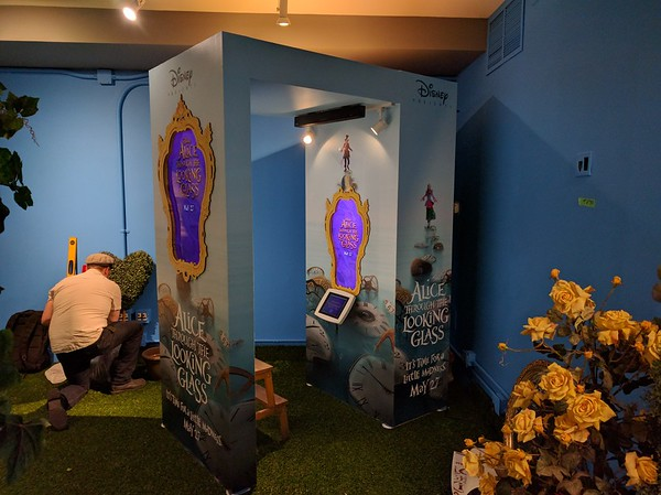Disney's Alice in Wonderland AR