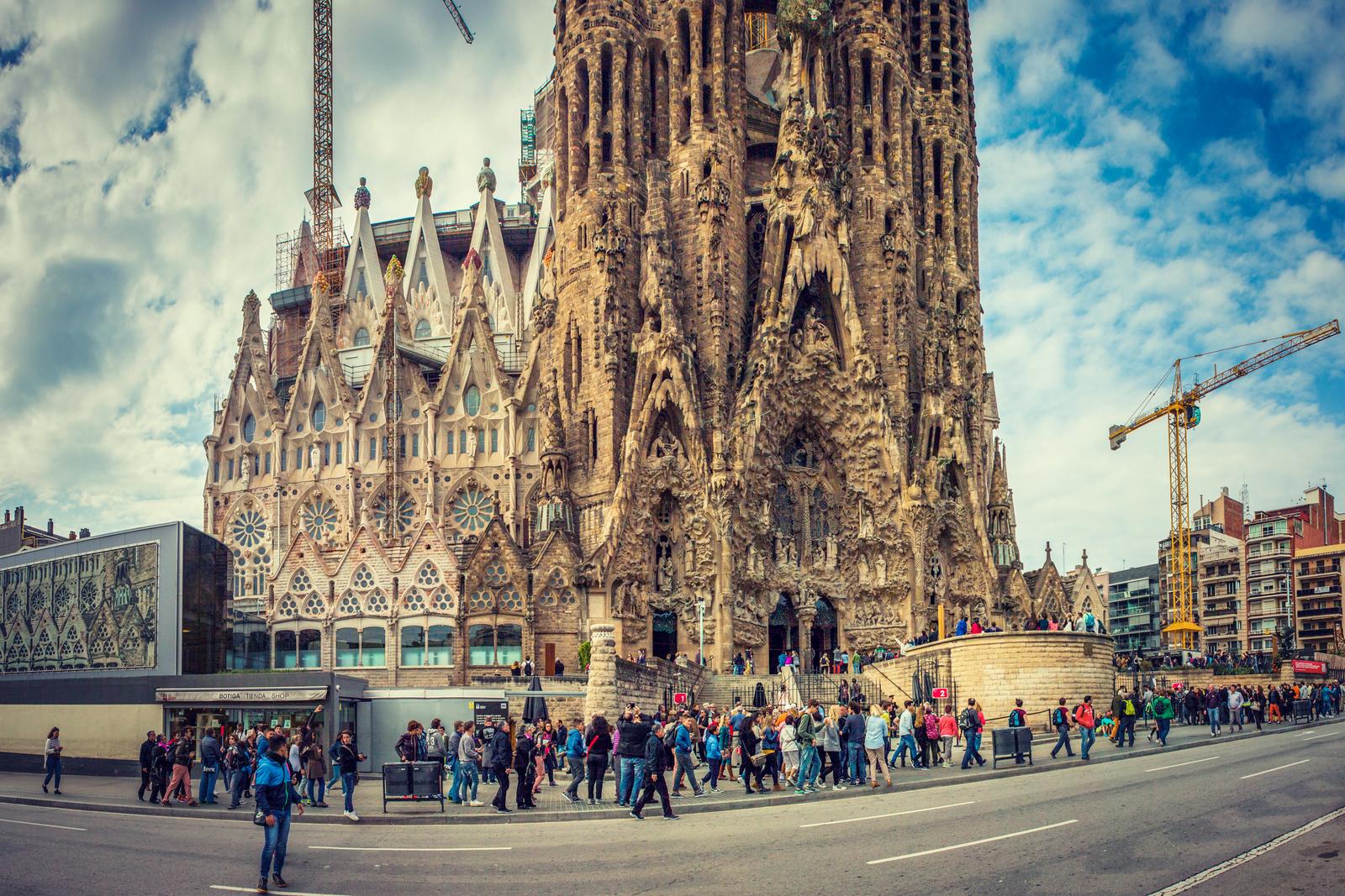 西班牙圣家堂(Sagrada Família), 全景加近景