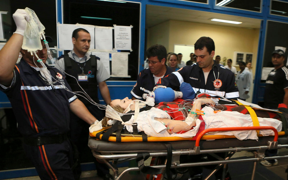 . A woman, who was wounded during a fire at Boate Kiss nightclub, is transferred from a hospital in Santa Maria to receive treatment at Porto Alegre hospital in the southern city of Santa Maria, 187 miles (301 km) west of the state capital Porto Alegre early January 28, 2013. The nightclub fire killed at least 232 people in Santa Maria early on Sunday when a band\'s pyrotechnics show set the building ablaze and fleeing partygoers stampeded toward blocked and overcrowded exits in the ensuing panic, officials said. REUTERS/Edison Vara