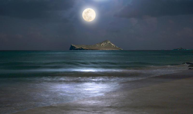 Full Moon Rising over Rabbit Island off Waimanalo Beach  *