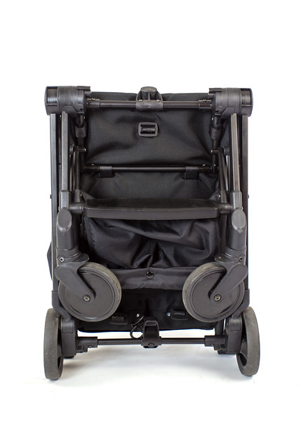 Familidoo_Air_Product_Shot_Black_Front_View_Folded.jpg