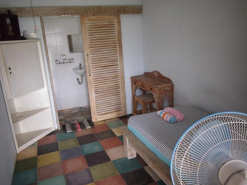 P3140822-room.JPG