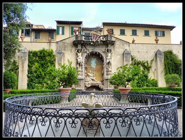 Florence -Villa di Rusciano, Palazzo Vivarelli Colonna