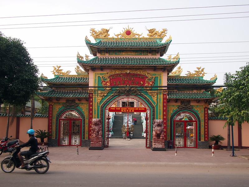 P1317229-temple-30-4-street.JPG
