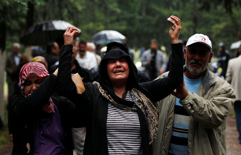 . Relatives of Huseyin Guduk, 30, who was killed in yesterday\'s car bombings, mourn in the town of Reyhanli of Hatay province near the Turkish-Syrian border May 12, 2013. Turkey said on Sunday it believed fighters loyal to Syrian President Bashar al-Assad were behind twin car bombings that killed 46 people in a Turkish border town. Foreign Minister Ahmet Davutoglu said those involved in the bombings in Reyhanli on Saturday were thought also to have carried out an attack on the Syrian coastal town of Banias a week ago, in which fighters backing Assad were reported to have killed at least 62 people.  Syria denied Turkish accusations on Sunday that it had a hand in twin car bombings. REUTERS/Umit Bektas