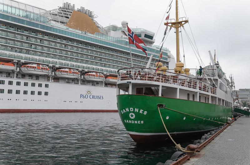 Am Sonntag waren dann auch noch vier grosse Cruiseschiffe im Hafen.