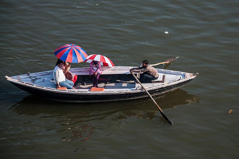 Varanasi-UmbrellaBoat.jpg