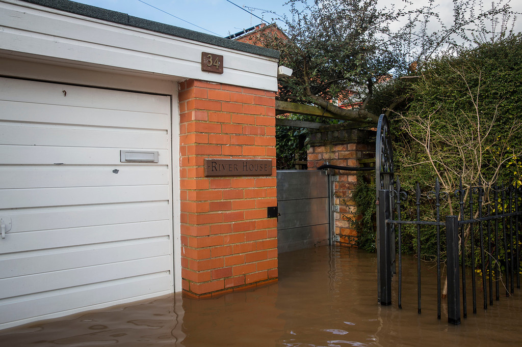 ". Floodwater gathers outside a house named ""River House\"" on Waterworks Road on February 13, 2014 in Worcester, Worcestershire, England. The Environment Agency has issued flood warnings for dozens of areas along the River Severn. (Photo by Rob Stothard/Getty Images)"