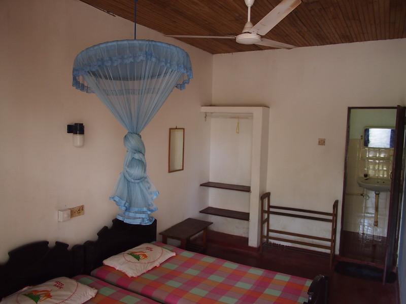 P2209012-village-inn-room.JPG