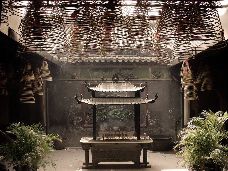 Buddhist Temple, Macau.jpg