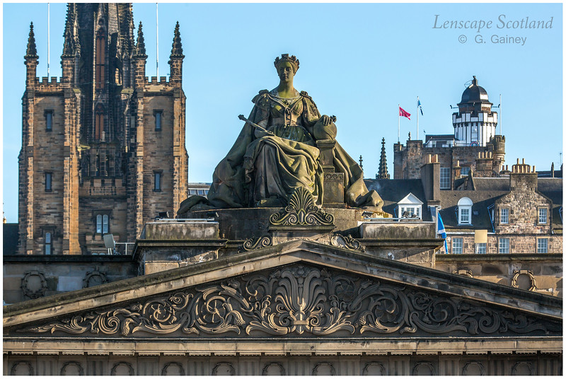 Queen Victoria statue on the Royal Scottish Academy, Princes Street