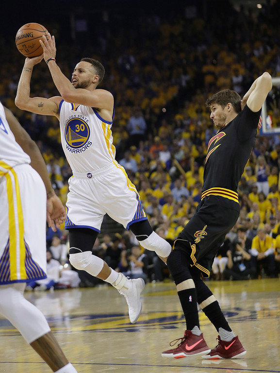 . Golden State Warriors guard Stephen Curry (30) shoots against Cleveland Cavaliers guard Kyle Korver during the first half of Game 5 of basketball\'s NBA Finals in Oakland, Calif., Monday, June 12, 2017. (AP Photo/Marcio Jose Sanchez)