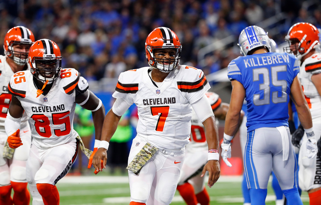 . Cleveland Browns quarterback DeShone Kizer (7) and teammates run to congratulate unning back Isaiah Crowell on his touchdown during the second half of an NFL football game against the Detroit Lions, Sunday, Nov. 12, 2017, in Detroit. (AP Photo/Paul Sancya)