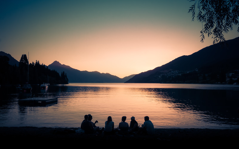 quiet-evening-on-beach-with-friends-lake-wakatipu-new-zealand.jpg