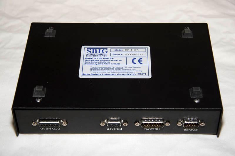 De onderkant van de ST-4 met serienummer: 4000082317