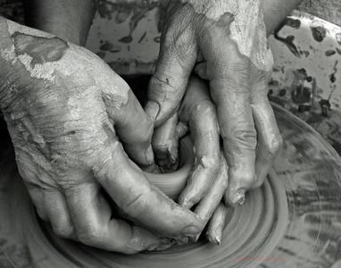 PRINT-MONO-MASTER-GOLD-HELPING HANDS-LEN FARRELL