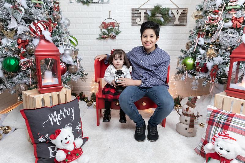 12.21.19 - Fernanda's Christmas Photo Session 2019 - -6.jpg