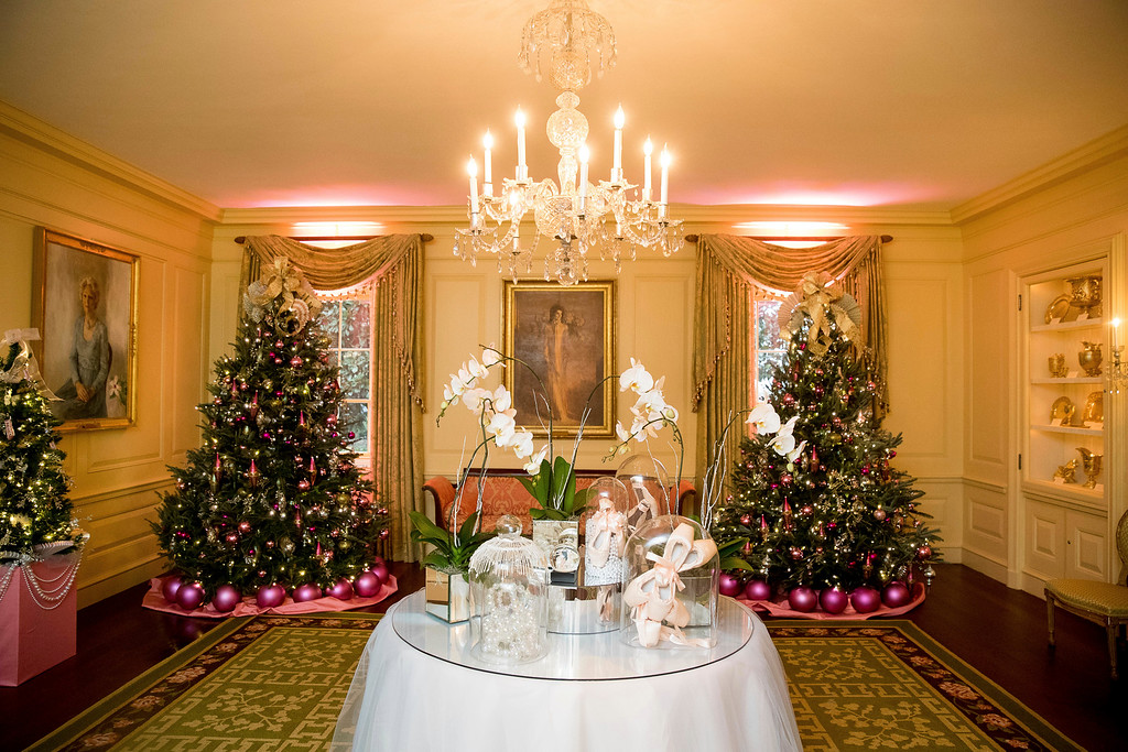 . The Vermeil Room of the White House is decorated during a preview of the 2016 holiday decor, Tuesday, Nov. 29, 2016, in Washington. (AP Photo/Andrew Harnik)