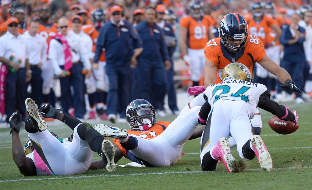 . Denver Broncos wide receiver Eric Decker (87) recovers a fumble by Denver Broncos running back Ronnie Hillman (21) in the third quarter.   (Photo by Joe Amon/The Denver Post)