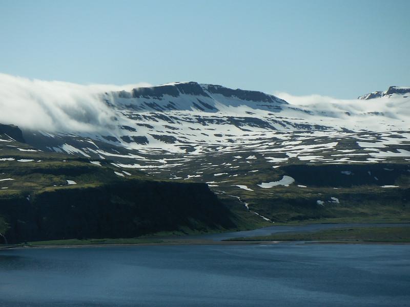 Þokan reynir að læðast yfir Hornvík.